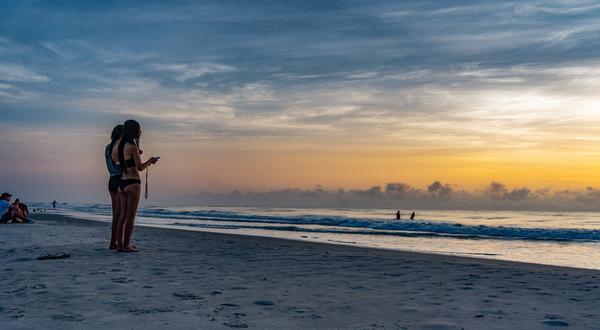 Adam Hamile Eşinden Poz Vermesini İstedi Ama Çektiği Fotoğrafı Dikkatli İnceleyince… (video)